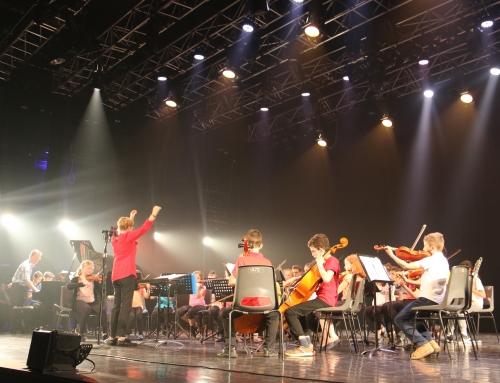Concert de l'orchestre à cordes dans la cour de l'Odyssée